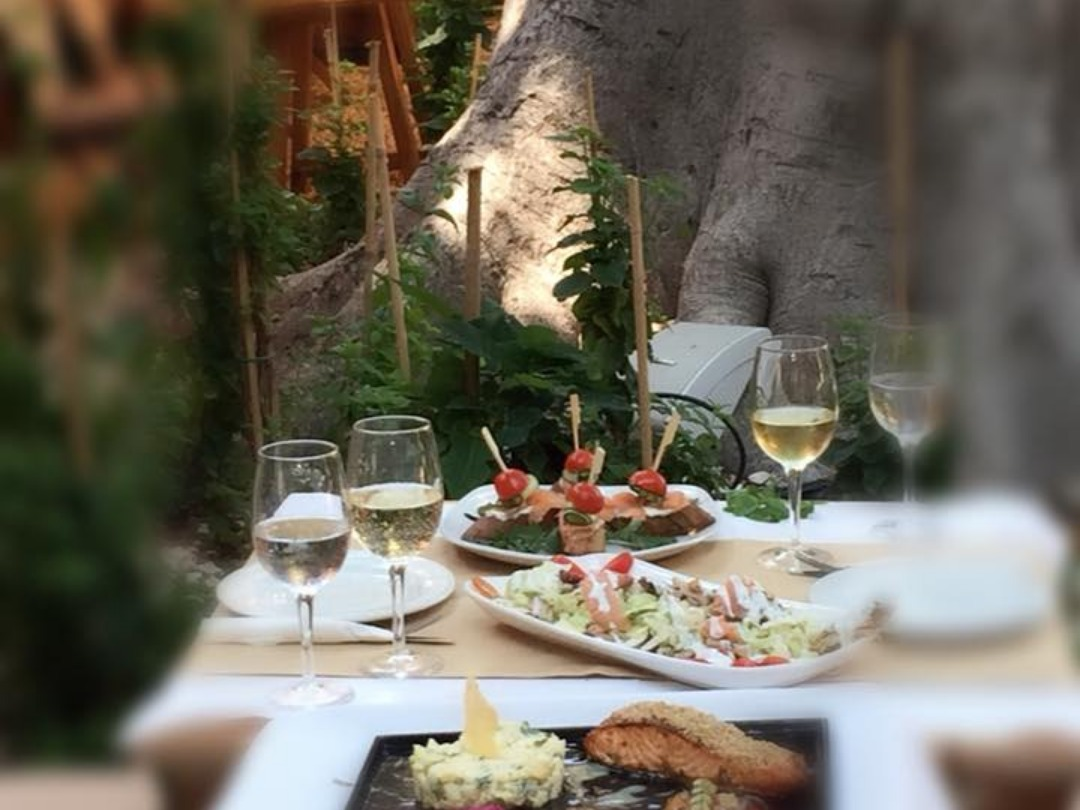 A meal at Auvergne's yard