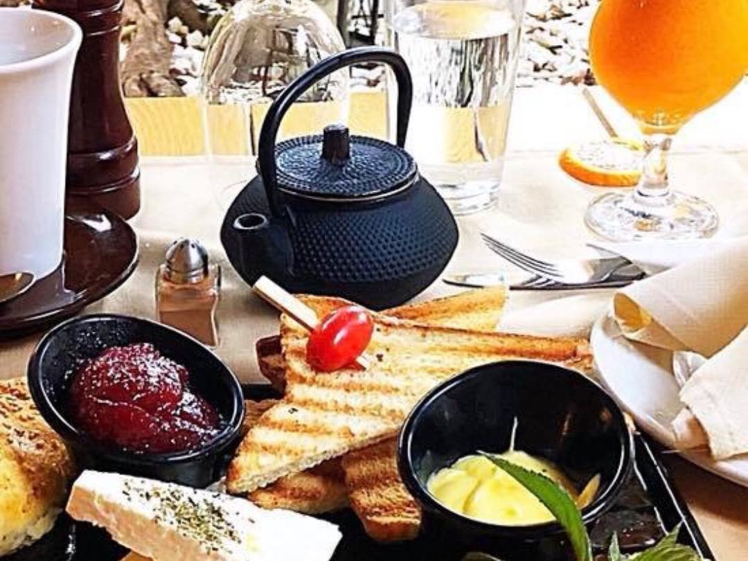 Breakfast at Auvergne.